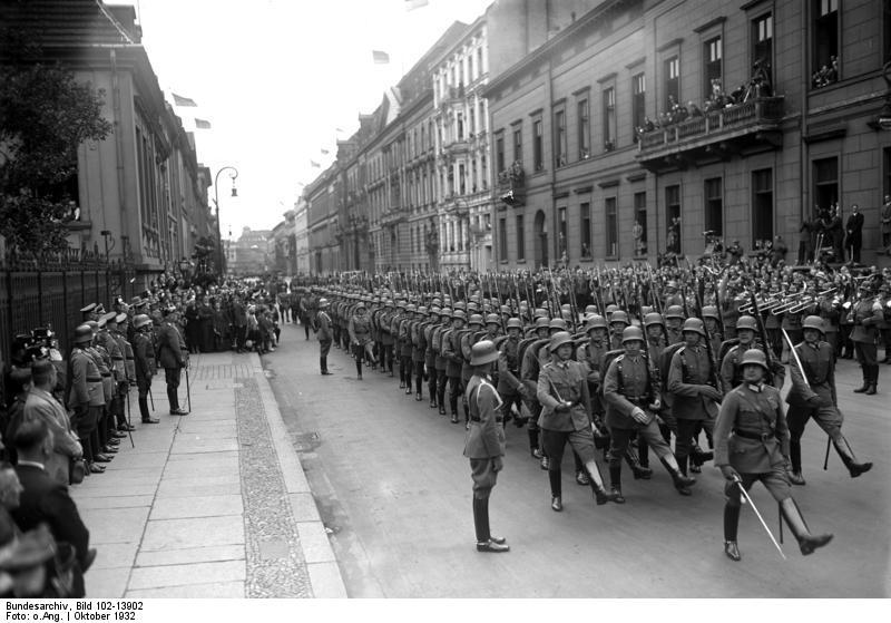 Bundesarchiv Bild 102-13902 Geburtstag Hindenburgs Ehrenkompanie.jpg
