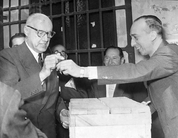 Alessandri votando en 1970.jpg
