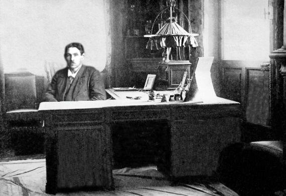 Вольский в своем кабинете в Зимнем дворце.jpg