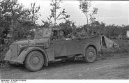 Bundesarchiv B 145 Bild-F016199-06, Russland, deutsche Soldaten in Auto