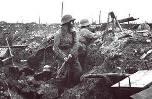 German-soldiers-at-Verdun.jpg