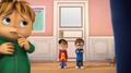 Alvin y Simon viendo a Theodore