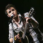 Kris-allen-performs-during-the-2009-american-idols-live- 007.jpg