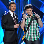 Host-ryan-seacrest-and-contestant-kris-allen-onstage-liv 002.jpg