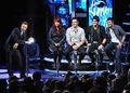Host-ryan-seacrest-and-contestants-allison-iraheta-danny-gok