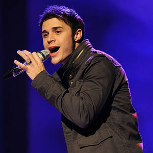 Contestant-kris-allen-performs-live-on-american-idol-februar.jpg