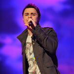 Contestant-kris-allen-performs-live-on-american-idol-feb 003.jpg