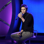 Contestant-kris-allen-performs-live-on-american-idol-mar 004.jpg