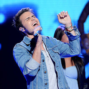 Singer-kris-allen-performs-onstage-at-foxs-american-idol 008.jpg