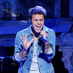 Singer-kris-allen-performs-onstage-at-foxs-american-idol 004.jpg