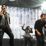 American-idol-runnerup-adam-lambert-and-2009-winner-kris 002.jpg