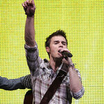 Kris-allen-performs-at-the-american-idols-live-tour-2009 016.jpg