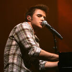 Kris-allen-performs-during-the-2009-american-idols-live-conc.jpg