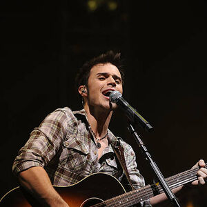 American-idol-winner-kris-allen-performs-during-the-2009 009.jpg