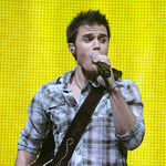 American-idol-winner-kris-allen-performs-during-the-2009 002.jpg
