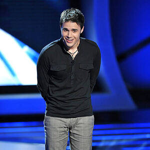 Contestant-kris-allen-performs-live-on-american-idol-mar 002.jpg