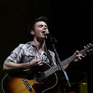 Kris-allen-performs-at-the-american-idols-live-tour-2009 003.jpg