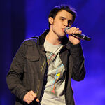 Contestant-kris-allen-performs-live-on-american-idol-feb 002.jpg