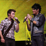 Singers-kris-allen-and-adam-lambert-perform-at-american- 002.jpg