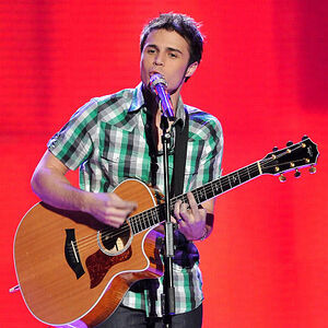 Contestant-kris-allen-performs-live-at-american-idol-march-1.jpg