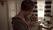 S7E06 Ivy with newborn Oz