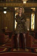 Салли в холле отеля