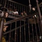 Лана идет по лестнице.jpg