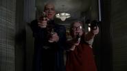 Hotel 5x11 Liz Taylor & Iris shooting guns