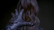 5x01 Рука в перчатке