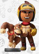 Mii usando el atuendo de Donkey Kong - Mario Kart 8