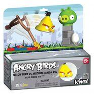 72601-angrybirdsyellowbirdvsmediumminionpigpkg medium