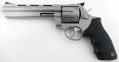 Taurus-44-magnum-revolver.jpg