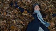 Diana im Blätterhaufen