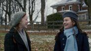 Diana und Anne glücklich