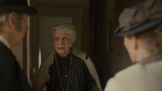 Marilla und Matthew sprechen mit Frau