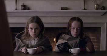 Anne und Ruby trinken