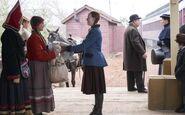 Anne schenkt Kakwet ihr Kleid