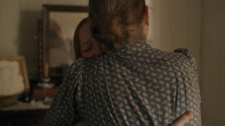 Marilla umarmt Anne weil sie geht