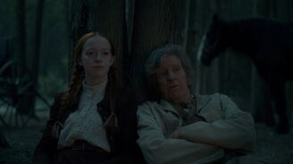 Anne und Matthew helfen Aluk