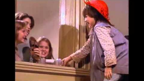 You're Never Fully Dressed Without A Smile - Annie 1982