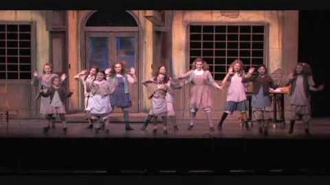 You're Never Fully Dressed Without A Smile (Reprise) - Annie The Musical