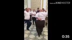 Мужик отжигает! Танцует как бох!