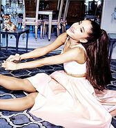 'Ari' by Ariana Grande - Debut Fragrance(5)