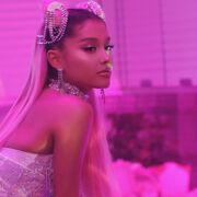 Ariana Grande - 7 Rings - Behind the scenes (20).jpg