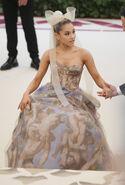 Ariana Grande arriving at the 2018 Met Gala (18)