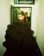 Ariana Grande at the BBC backstage (1)