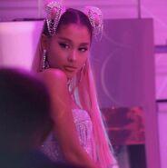 Ariana Grande - 7 Rings - Behind the scenes (11)