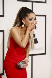 Grammy2016Ariana7.jpg