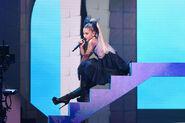 Ariana Grande 2018 Billboard Music Awards EFzK-pyccl4l