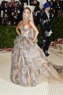 Ariana Grande arriving at the 2018 Met Gala (28)